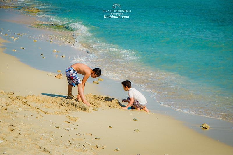 ماسه بازی در ساحل کیش