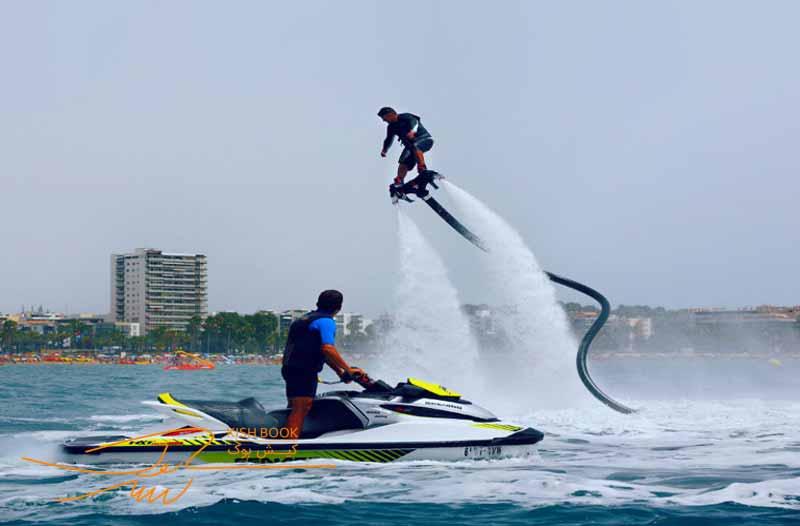 پرواز روی آب با فلای بورد در کیش