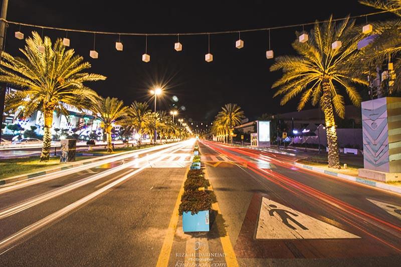 خیابان ساحل در شب