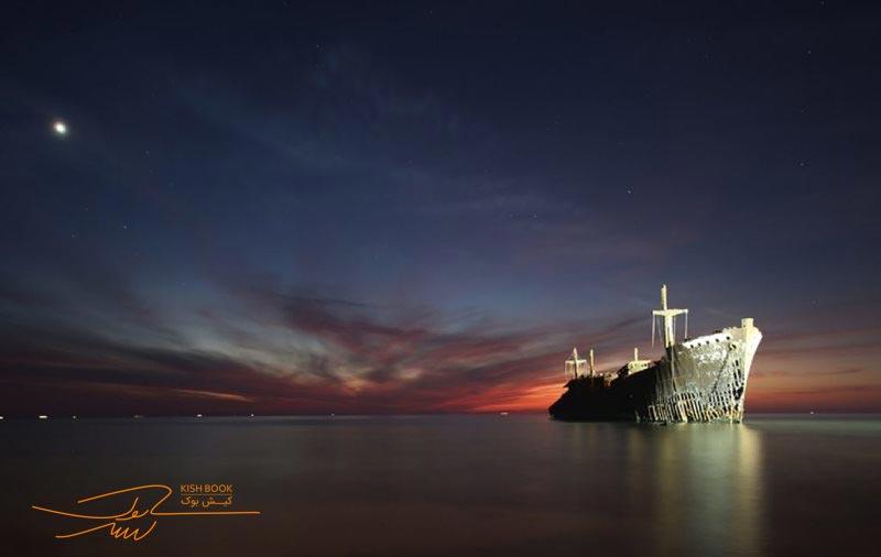 کشتی یونانی در شب